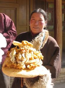 Offrandes de Nouvel an pour le lama de Khyunggön (Repkong, 2011)